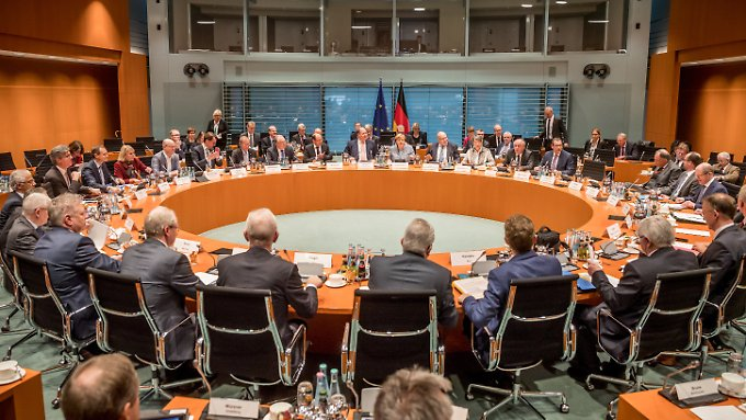 Große Runde zum 2. Diesel-Gipfel im Kanzleramt: Abgesandte von Bund, Ländern und Kommunen verhandeln mit Merkel.