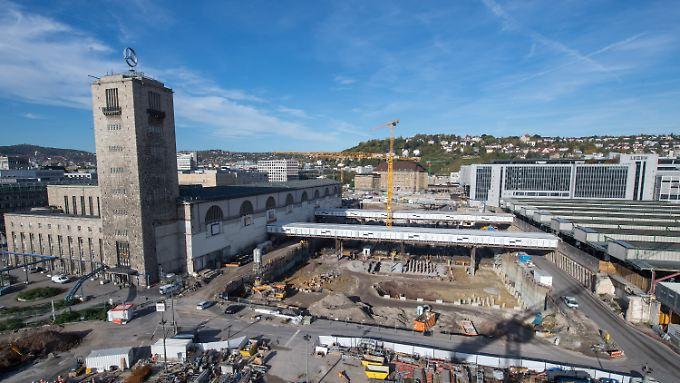 Bahnhof tieferlegen, neue Tunnel bauen, Strecken verlegen - alles zusammen wohl für fast acht Milliarden Euro.