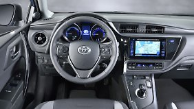In den höherwertigen Ausstattungen bietet der Toyota Auris II ein gediegenes Ambiente.