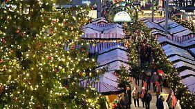 Schnee, Weihnachtsmarkt und Glühwein: Bei den Deutschen erwachen die Wintergefühle
