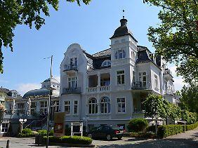 """Feine Bäderarchitektur: Das Hotel """"Vier Jahreszeiten"""" gehört zu den schönsten Villen und steht wie insgesamt über 70 Häuser in Kühlungsborn unter Denkmalschutz."""