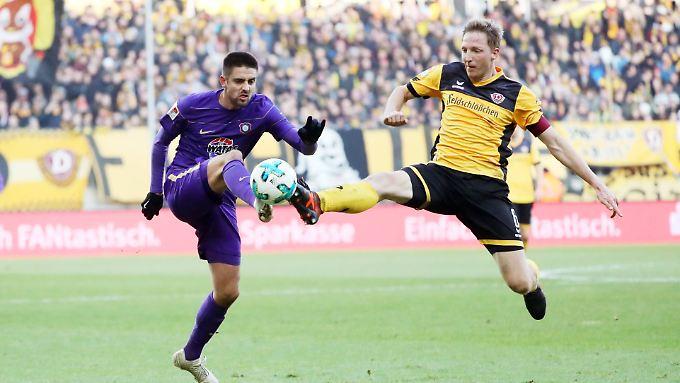 Dynamo Dresden und Marco Hartmann überforderten die Auer um Stürmer Dimitri Nazarov.
