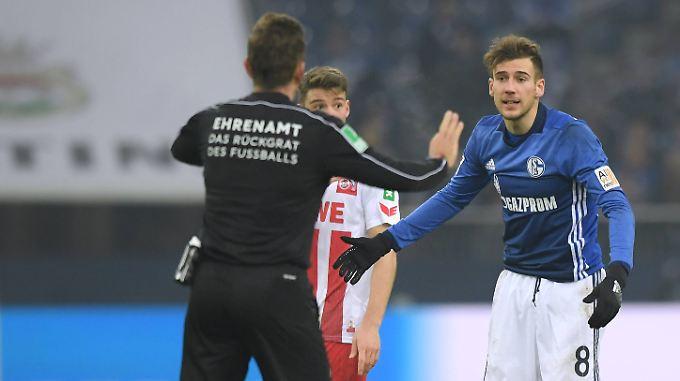 Schiedsrichter Tobias Stieler verzichtete bei Leon Goretzka auf einen Platzverweis wegen Tätlichkeit.