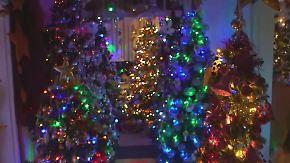 Ohrenbetäubender Deko-Wahnsinn: Weihnachtsfan schmückt 230 Tannenbäume in der Wohnung