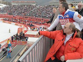 Witali Mutko (o.) war verantwortlicher Sportminister während der Dopingmanipulationen und gilt als rechte Hand von Russlands Präsident Wladimir Putin.