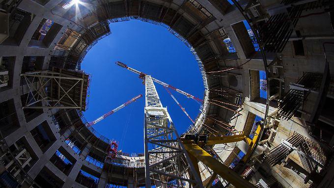 Noch lange eine Baustelle, doch die Hälfte der Arbeiten ist geschafft: Fusionsreaktor Iter in Südfrankreich.