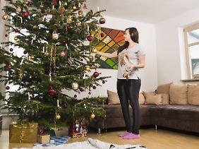 Für sich allein einen Weihnachtsbaum schmücken - für viele ein deprimierender Gedanke.