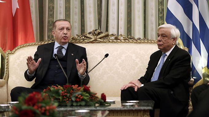 Die Stimmung beim Treffen mit Pavlopoulos ist angespannt. Am Nachmittag trifft Erdogan den griechischen Regierungschef Alexis Tsipras.
