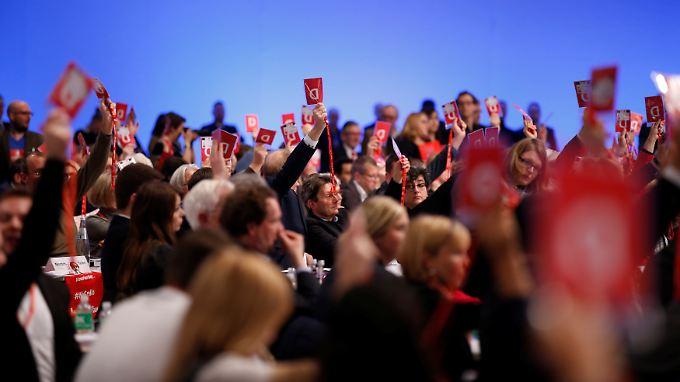 Die große Mehrheit der SPD-Mitglieder spricht sich für Gerspräche mit der Union aus.