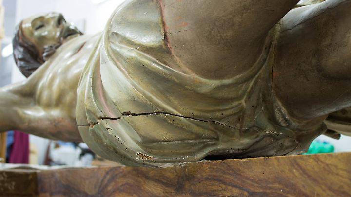 Zwar sei es durchaus üblich, dass Skulpturen aus früheren Jahrhunderten Hohlräume aufwiesen, jedoch sei es äußerst ungewöhnlich, darin handschriftliche Dokumente zu finden, sagte der örtliche Historiker Efrén Arroyo.