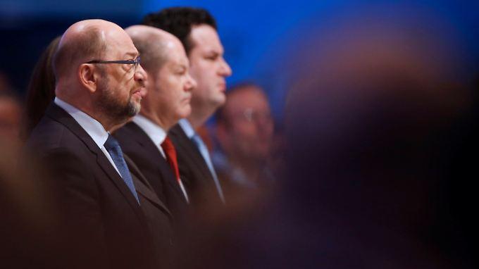 Müssen zugleich den Blick nach vorn und nach innen richten: SPD-Chef Martin Schulz (l.) und seine Mitstreiter.