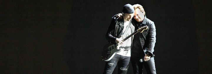 """The Edge und Bono im September 2017auf ihrer """"Joshua Tree""""-Tour."""