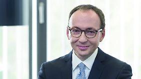 Volker Böhm ist Rechtsanwalt und Fachanwalt für Insolvenzrecht bei der Kanzlei Schultze & Braun sowie Insolvenzverwalter. Er ist Mitglied des Gravenbrucher Kreises, des Zusammenschlusses der führenden, überregional tätigen Insolvenzverwalter und Sanierungsexperten Deutschlands.