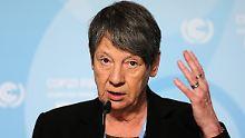 """Hendricks: """"Anders als bei klassischen Klimaverhandlungen stehen in Paris nicht nur Staaten, sondern auch Unternehmen und Banken im Fokus."""""""
