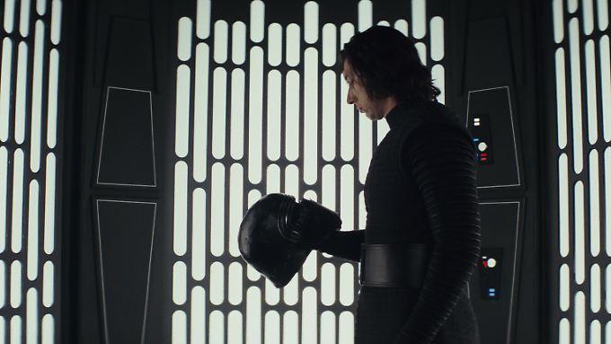 """Kylo Ren ist sowas wie der neue Darth Vader. In """"Star Wars: Die letzten Jedi"""" nimmt man ihm das auch ab."""