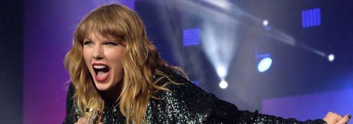 Promi-News des Tages: Taylor Swift heizt Babygerüchte an
