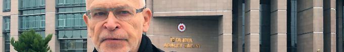 """Der Tag: 09:55 Wallraff: Erdogan errichtet """"islamofaschistische Diktatur"""""""