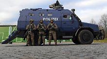 Stickereien im Panzerfahrzeug: Sachsens Polizei empört mit SEK-Emblem