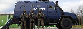 """Wirbel um """"Survivor R"""": Frakturschrift in sächsischem SEK-Panzer sorgt für Empörung"""