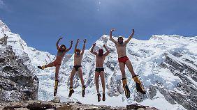 Auch wenn bei der Expedition zum Kangchendzönga vieles schieflief, hatten die Alpinisten sichtlich Spaß.