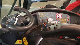 Ein futuristisches Cockpit - nichts für Anfänger.