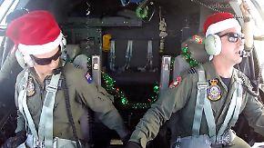 Operation Christmas Drop: Militärpiloten werfen Hilfspakete über einsamen Pazifikinseln ab