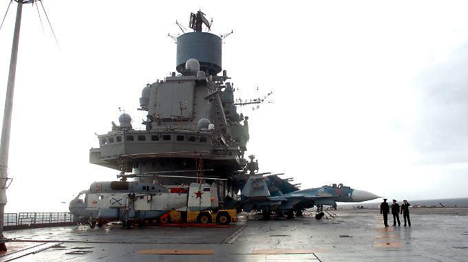 Der russische Flugzeugträger Kuznetsov im Hafen der Marinebasis in Tartus.