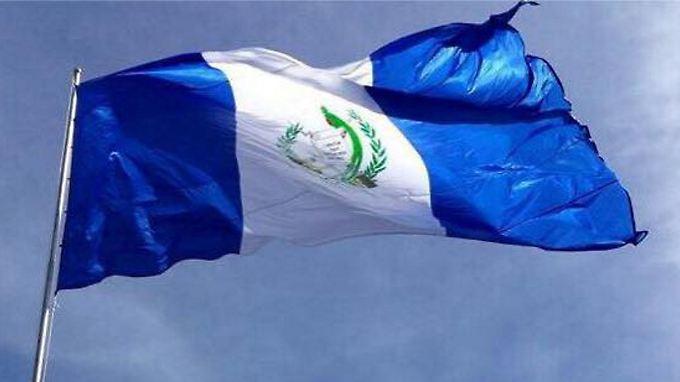 Die Nationalflagge von Guatemala soll schon bald über der Botschaft des Landes in Jersualem wehen.
