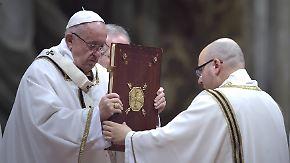 Christmette in Rom: Papst Franziskus fordert Nächstenliebe für Flüchtlinge