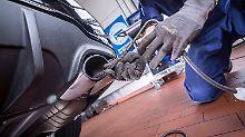 Ab 2018 wird die Endrohrmessung bei der Abgasuntersuchung wieder verbindlich.