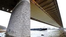 Schiffsunfall in Duisburg: Statiker geben Entwarnung für A42-Brücke