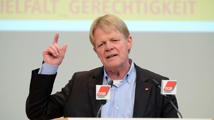 DGB-Chef Reiner Hoffmann zeigt sich wachsam - aber furchtlos.