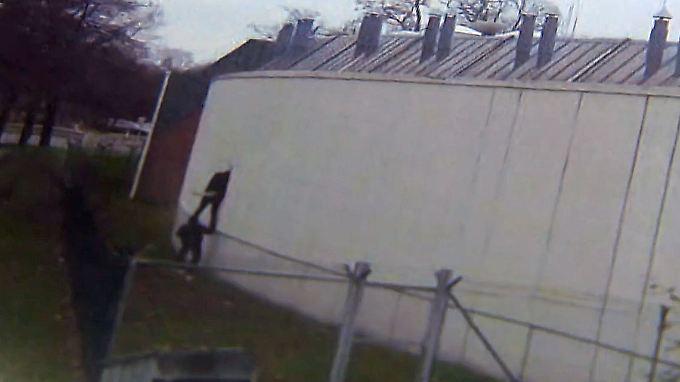 Flucht vor laufender Kamera: Berliner Polizei jagt ausgebrochene Häftlinge