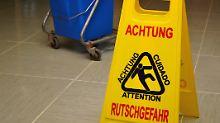 Haftet der Veranstalter?: Reisende klagt wegen Hotel-Unfalls