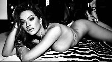 Nacktes Neues!: Rita Ora bringt sich in Stellung