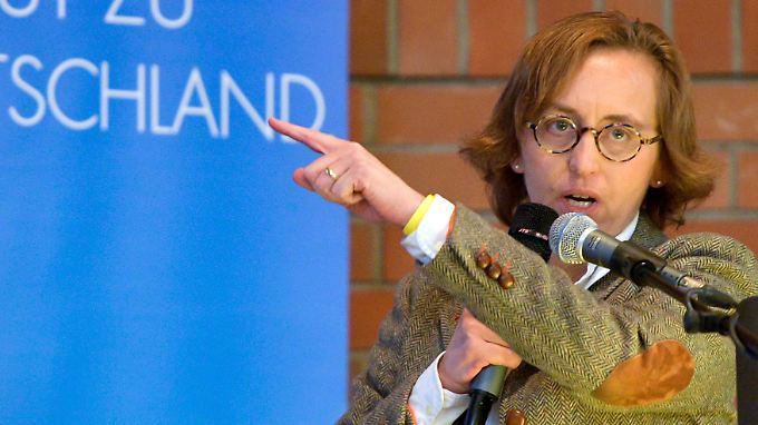 Die AfD-Politikerin Beatrix von Storch kann nicht nachvollziehen, warum die Polizei mehrsprachig twittert.