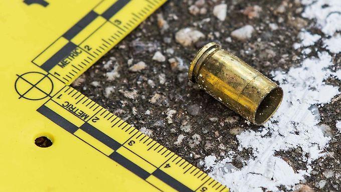Der 68-Jährige soll mehrmals geschossen haben - die Polizei sicherte etwa diese Patronenhülse.