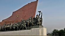 Alles fürs Vaterland: Nordkorea wird diktatorisch regiert und gilt als das weltweit restriktivste politische System der Gegenwart. Im Bild ein Kunstwerk im Moranbong Park.