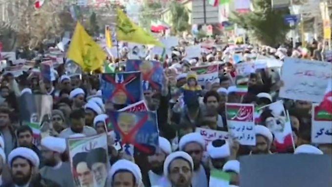 """Proteste im Iran: Chamenei macht """"Feinde im Ausland"""" verantwortlich"""