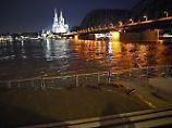 Schifffahrt zum Teil eingestellt: Rhein-Hochwasser steigt weiter