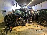 Schwerer Verkehrsunfall: Arlbergtunnel gesperrt - elf Verletzte