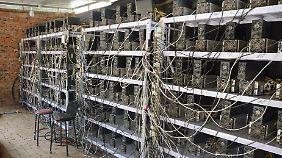 Eine illegale Bitcoin-Farm in China.