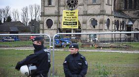 Aktivisten gelang es, in die ehemalige Kirche einzudringen.