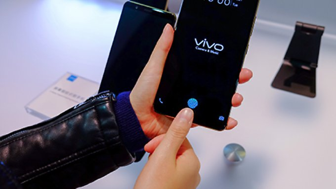 Der Sensor sitzt an der gleichen Stelle, wo er beispielsweise auch beim iPhone 8 zu finden ist.