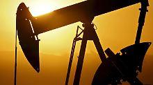 Der Börsen-Tag: Förderboom und volle Lager drücken Ölpreise