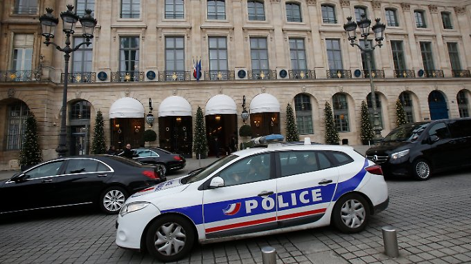 Durch den Hintereingang des Ritz dringen die Täter in den Hotelpalast ein.