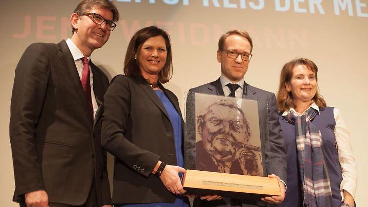 Verleger Wolfram Weimer und Ilse Aigner zeigten sich von Jens Weidmann beeindruckt (2. v. r.), Christiane Goetz-Weimer (r.), Mit-Verlegerin, ebenfalls.