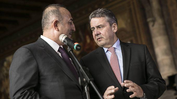 Außenminister Gabriel (r.) und sein Amtskollege aus der Türkei Cavusoglu in Goslar.