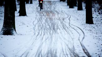 Verbreitet Schnee und Regen: Frostige Nacht gefriert auf den Straßen