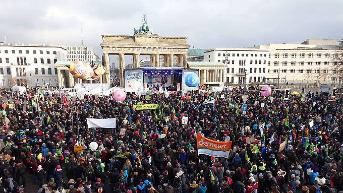 Laut Veranstalter sollen 33.000 Menschen für eine Agrarwende zusammen auf die Straße gegangen sein.